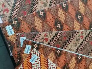 Kertas kado kiky motif batik isi 50lb