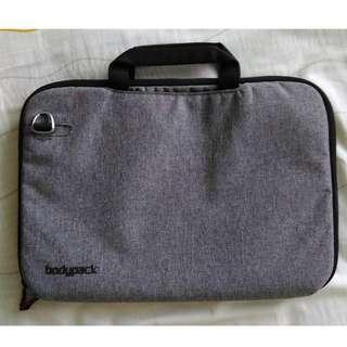 D08 Tas Laptop Bodypack