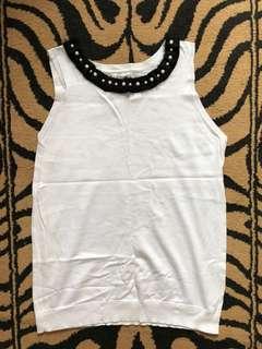 Kashieca Ruffled Sleeveless Blouse (White)