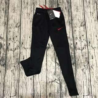 全新正品NIKE童薄刷毛長褲,XS號,平量,腰*臀*長cm:24,32,82