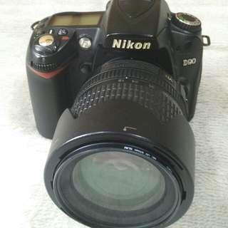 Nikon D90 with 18-105 mm vr len.