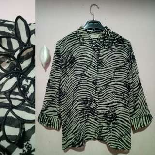 Blouse black n white