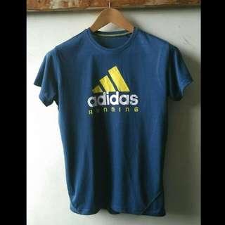 Kaos Sport Adidas Original Size S  Lebar bahu 39cm, lebar dada 45cm, panjang 62cm.  kondisi mulus no minus. Warna Blue Navy.  Stok dan Size Exclusif hanya satu ya gan. Silahkan diorder.  Thanks