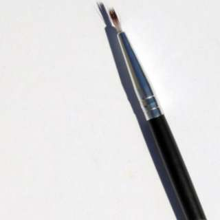 BN E117 SMALL EYELINER BRUSH