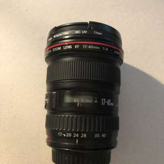 Canon EF 17-40mm lens with lens hood, filter and bag