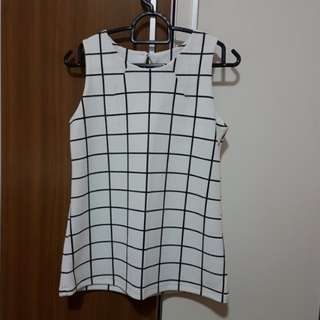 Grid White Black Textured Top