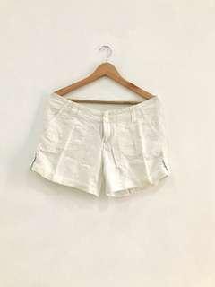Celana pendek linen