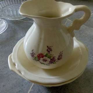 Water pitcher with covered bowl