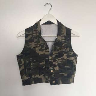 Camouflage army vest