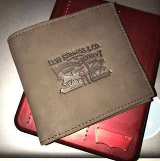 New with price tag and box! Original Levis wallet