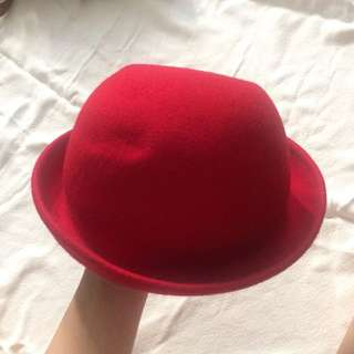 Red Bowler hat / topi bundar