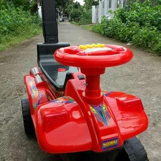 Mainan anak bentuk ATV dengan musik dan dorongn