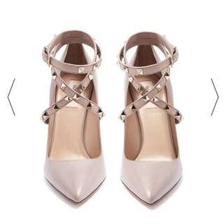 Valentino 極美裸粉皮革繞踝卯釘高跟鞋 37號