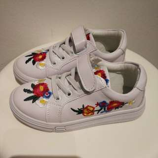 Flower Embroidery Sneaker