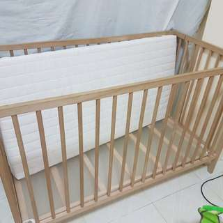 Imported baby crib/with crib bumpers mattres and pillows...