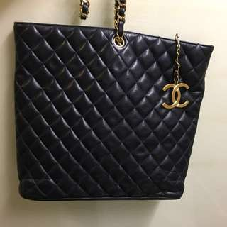 Chanel vintage single chain bag