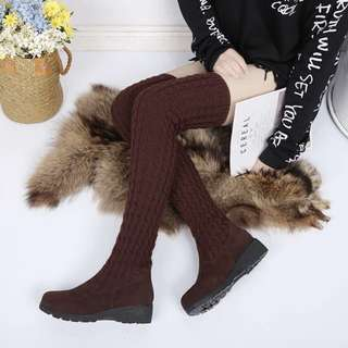 Slimming legs effect❗️Preorder Trendy Winter Boots. 3 colours avail : Black, Grey & Brown. 4cm thick heels. Size 35-40. Selling 1 pair @ $49