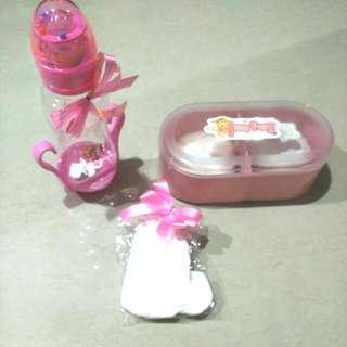 Free Ongkir Jabodetabek Baby Gift (Botol Baby+Tempat Bedak +sarung tangan & kaki baby)