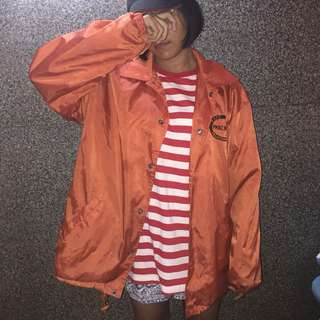 Jaket parasut oranye