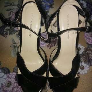 heels silang hitam