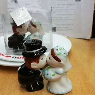 Magnetic Kissing Couple Salt and Pepper Shaker set Wedding bridal shower Party Favors