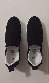 Hnm black slip on shoes