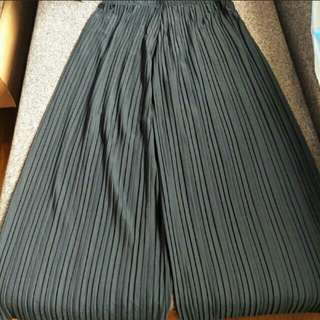 PRICE REDUCED! BNIB Black Pleated Culottes