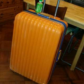 32 inch luggage case, 20 inch wide, 12 inch deep, keys lost, 4 wheels, hugh big luggage,  trade in Tuen.Mun