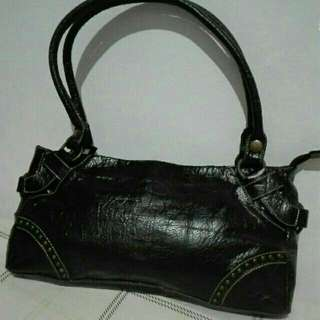 Authentic LE Saunda Genuine leather Hand Bag