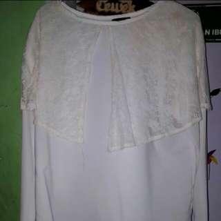 White blouse (TURUN HARGA)