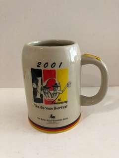 2001 馬可孛羅香港酒店德國啤酒節酒杯,罕有,很美。