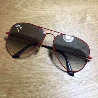 Ray-Ban lady sunglasses. Red.