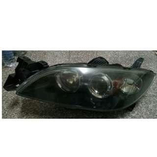 馬三2.0 (2004~2008)原廠大燈左右兩邊總成只賣1200元(恕不拆賣)