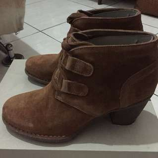 Sepatu Boot CarletaLyon
