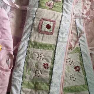 Bumper crib w/velvet blanket&crib sheet!