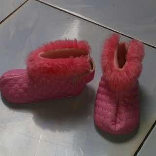 Sepatu jenggel bayi