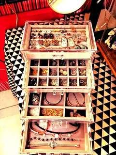 Arcylic jewelry organizer
