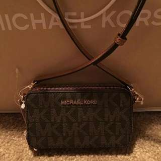 PRE-ORDER Michael Kors Jet Set Travel Multifunction  Phone Crossbody