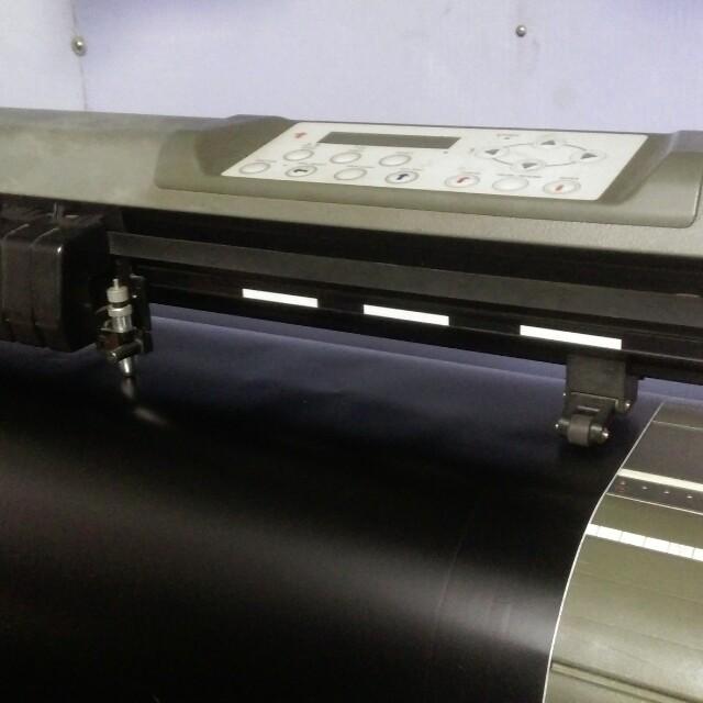 4尺電腦割字機(含螢幕電腦整套)附切割軟體