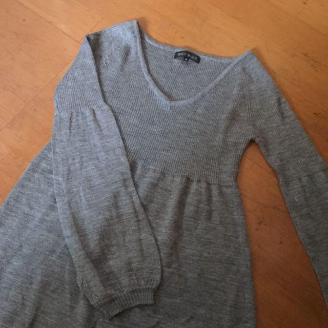 鐵灰色薄針織泡泡袖上衣