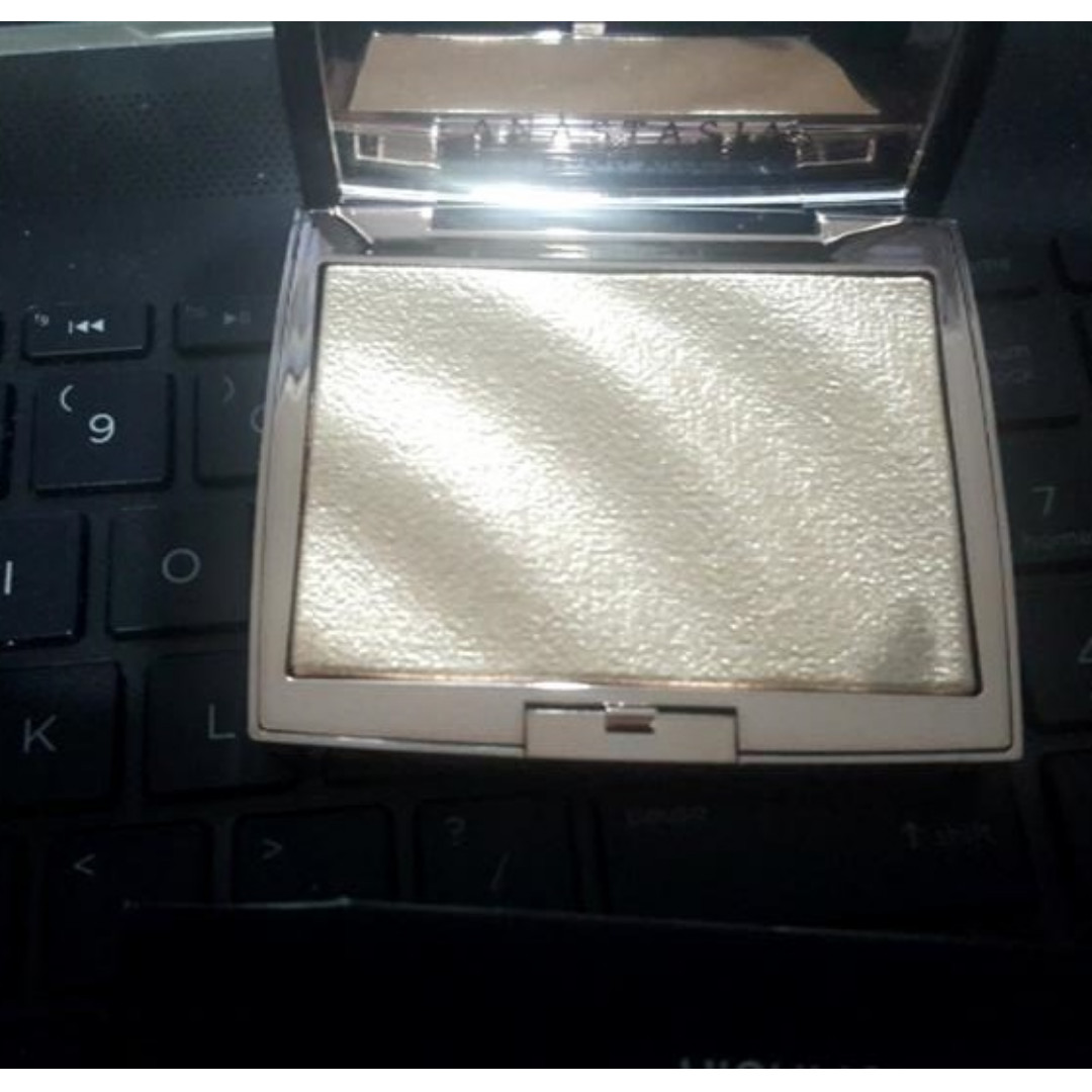 ANASTASIA BEVERLY HILLS x AMREZY HIGHLIGHTER NEW & AUTH (PRICE IS NOT NEGOTIABLE)