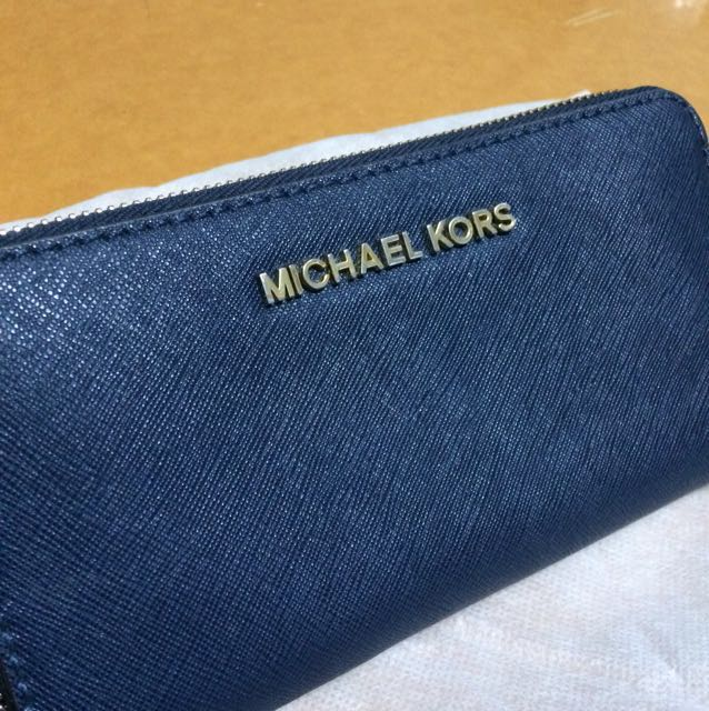 Authentic Michael Kors Jet Set Travel Saffiano leather wallet in NAVY BLUE