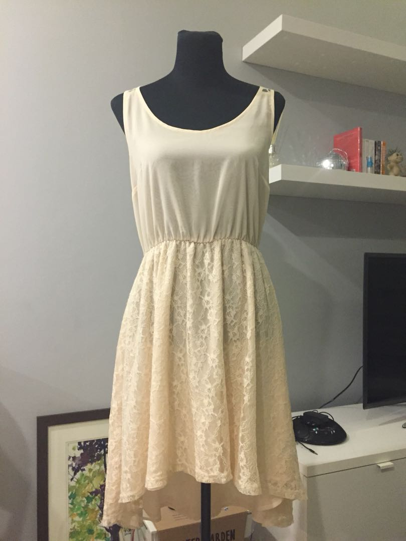 Beige sleeveless lace dress