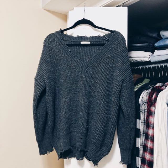 DISTRESSED KNIT PULL OVER