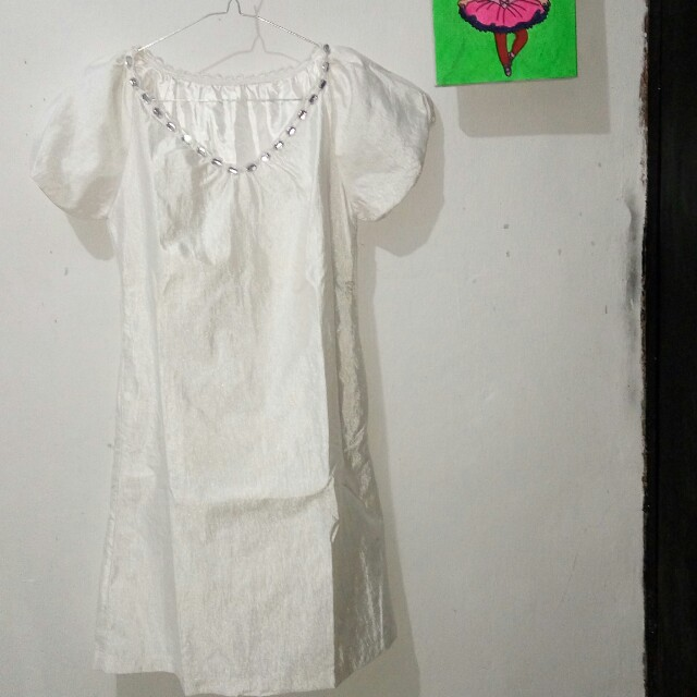 Dress putih dgn hiasan manik2