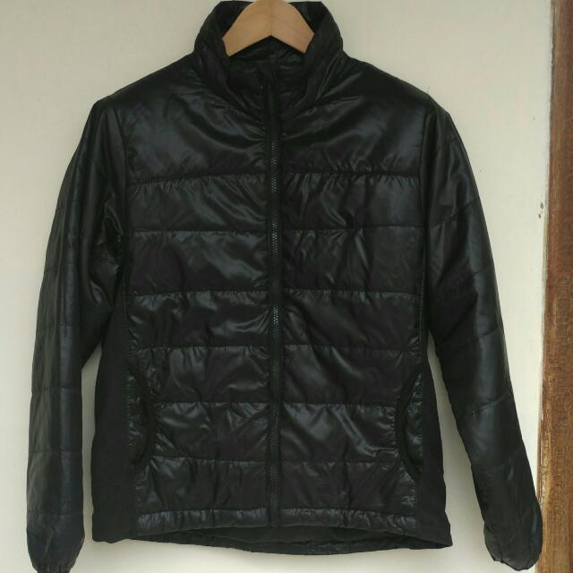Jaket Pria - Jaket Import Merk ASX Original.  Size M : Lebar bahu 41cm, lebar dada 52cm, panjang 62cm.  Kondisi 95%, Masih Seperti baru. Tebal seperti Jaket bulu angsa.  ada Saku Di Dalam.  cocok untuk naik motor atau di kondisi dingin lainnya.