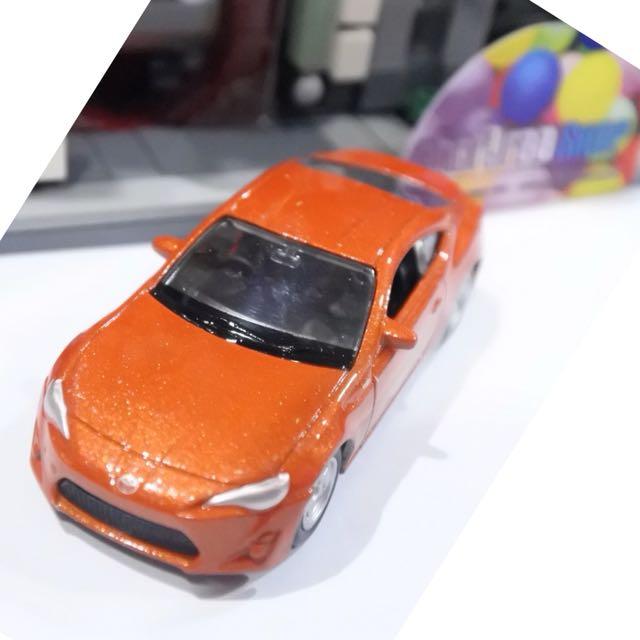 Mobil Toyota Skala 60 - Diecast Welly Nex Mainan sedan Miniature