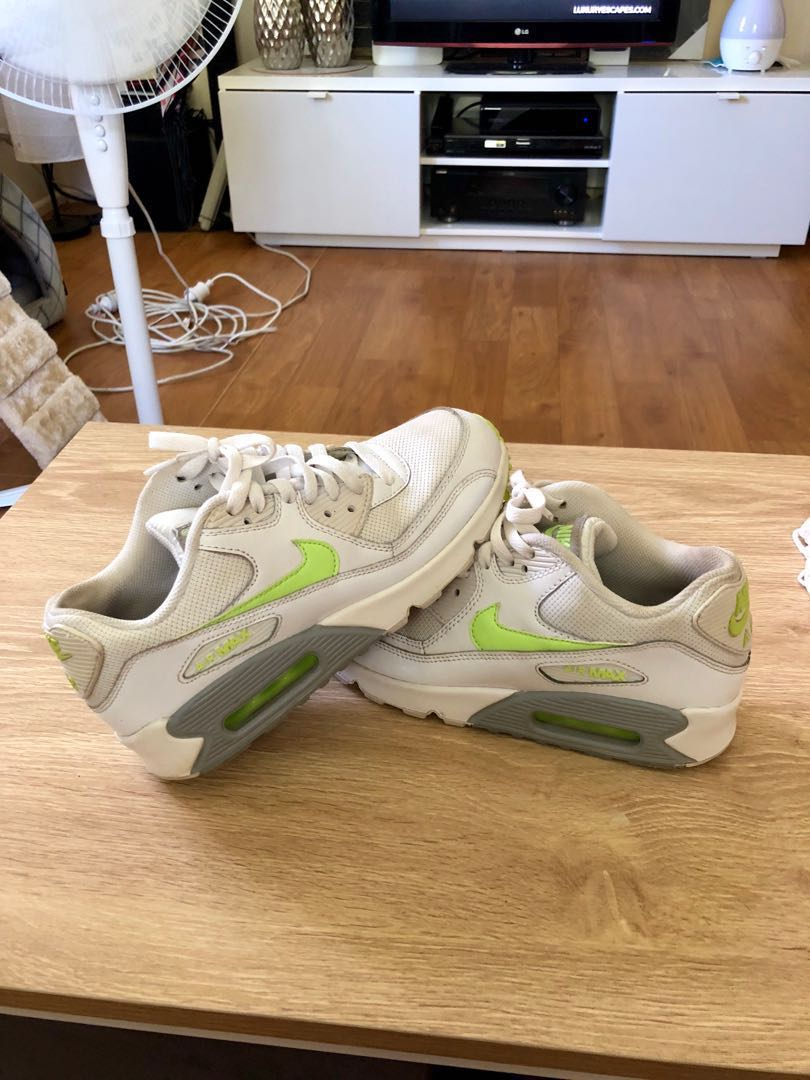 NIKE AIRMAX 90 size 6Y (7.5 woman's)