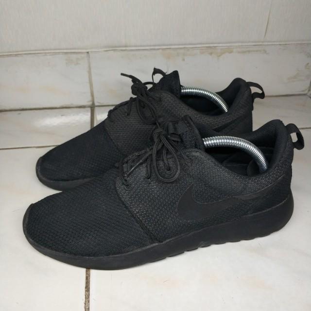 68516f1ab8ce Nike Roshe run   Roshe one sz US 8   Eu 41 (not yeezy