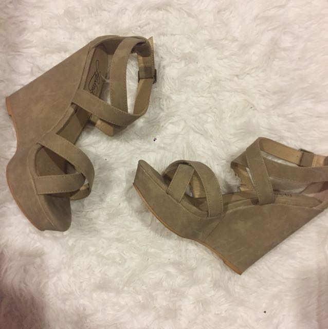 Nude/tan strappy wedges